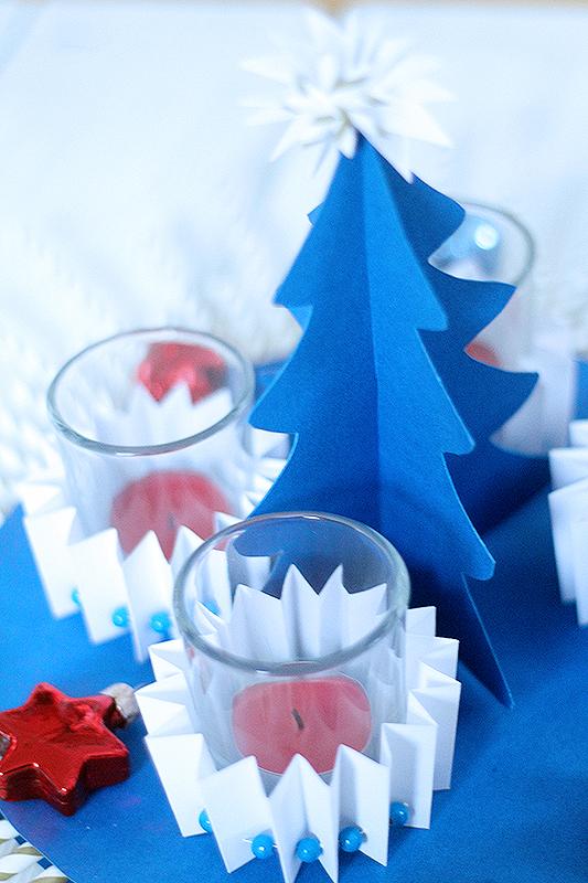 blauer Adventskranz von der seite